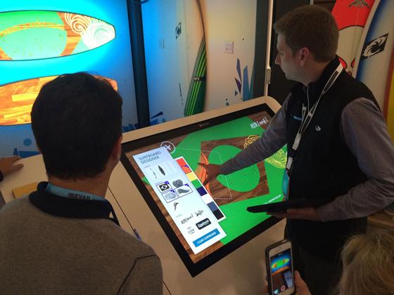 Microsoft: painel touch permite ao comprador montar a sua prancha.