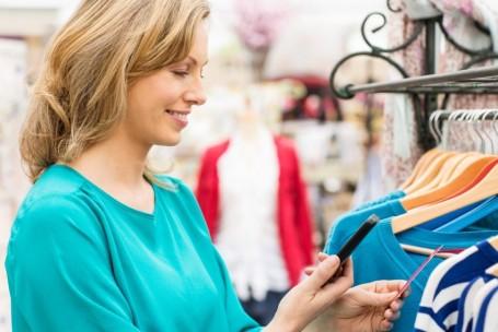 Mulheres são as que mais compram pelo celular ou tablet