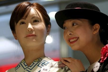 Robô é o novo recepcionista em loja de departamento no Japão