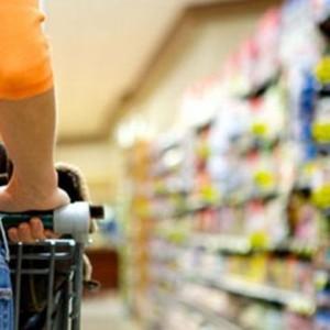 Consumidor brasileiro adia planos de compras à espera de um cenário econômico melhor