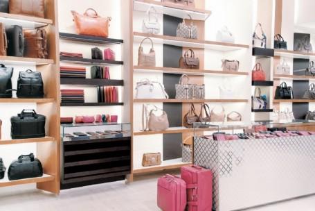 Alta do dólar dá fôlego a grifes internacionais de acessórios e roupas
