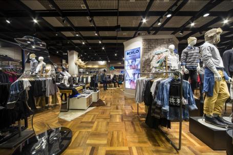 Redes do varejo de moda reduzem estoques, mas lucro cai