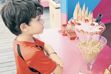 Para atrair público, shoppings viram 'creches' durante as férias escolares