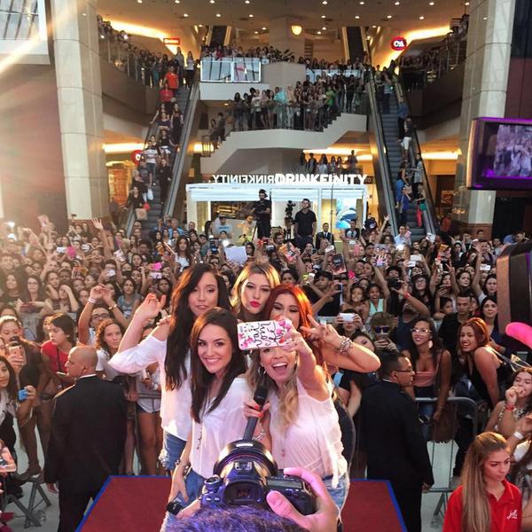 Youtubers no Shopping Eldorado, em São Paulo.