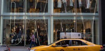 Loja DKNY na Madison Avenue, em Nova York - Ron Antonelli / Bloomberg
