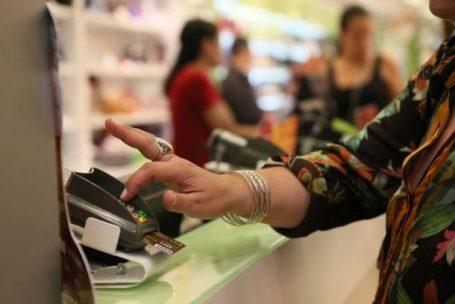 Aumenta o uso de cartões de lojas e supermercados
