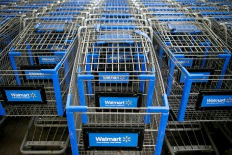 Walmart atrai mais compradores e eleva projeção de desempenho para o ano