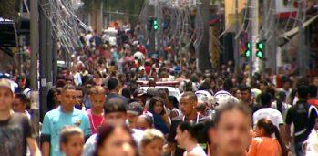 Consumidores no Centro de Campinas, SP. (Foto: Reprodução / EPTV)