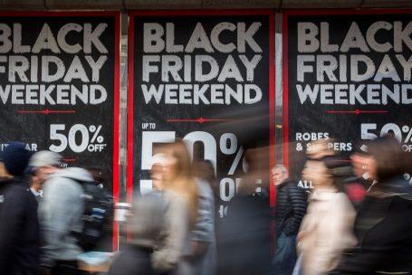 Como a Economia Comportamental explica a atração gerada por liquidações como a Black Friday?