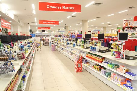 Grandes varejistas seguram aberturas de lojas neste ano