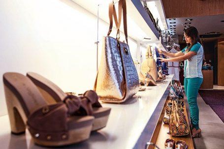 Desconto para pagamento em dinheiro é mais comum em loja menor