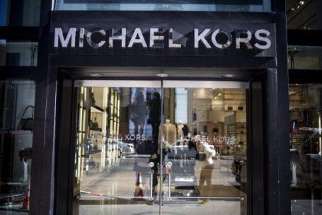 Michael Kors investe em qualidade para combater estratégia de descontos