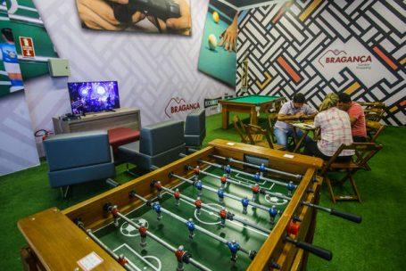 Novos shopping centers operam com mais da metade das lojas vagas