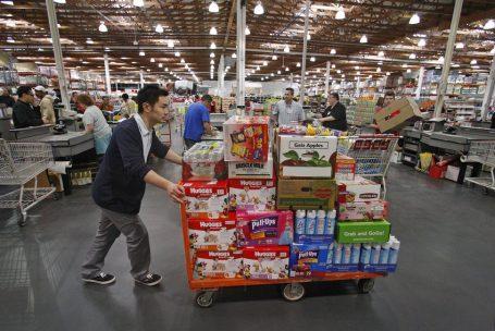 Gigantes do varejo e fast food disputam pessoal nos EUA