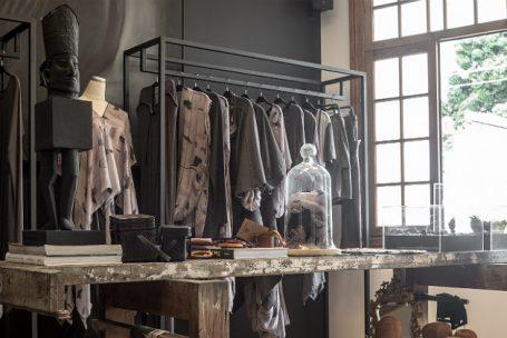 Novas lojas oferecem serviços e experiências para vender roupa